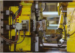 Die cast machine and handling robot